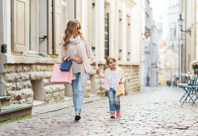 mother-daughter-shopping