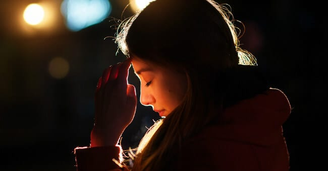 woman-praying-1117
