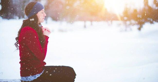 woman-praying-in-snow